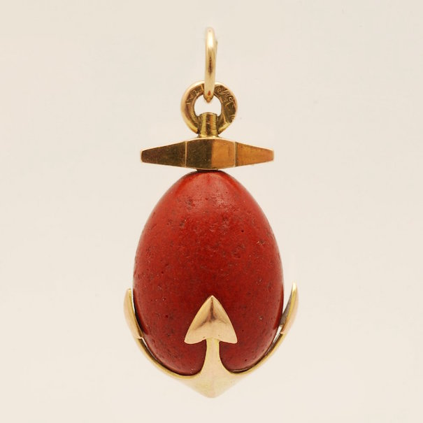 Fabergé gold-mounted carved purpurine miniature pendant egg, St Petersburg, circa 1908-1917. Lot 109. Estimate: $8,500-12,000